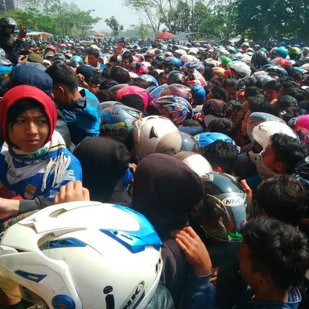 Ribuan Bobotoh Persib Berebut Beli Tiket, Ada yang Sesak dan Kehilangan Sepatu