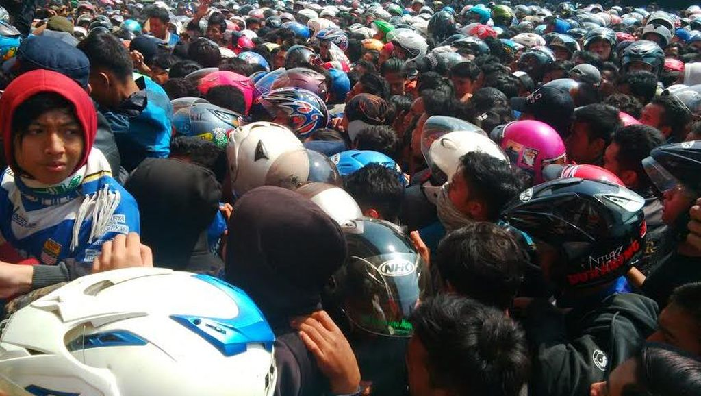 Ribuan Bobotoh Persib Tak Dapat Tiket, Polisi: Nanti Ada Layar di Luar Stadion