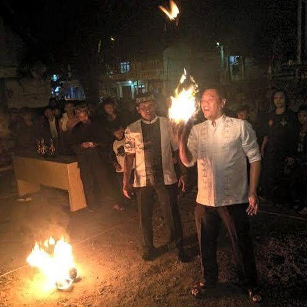 Serunya Main Bola Api Meriahkan Tahun Baru Islam di Sukabumi