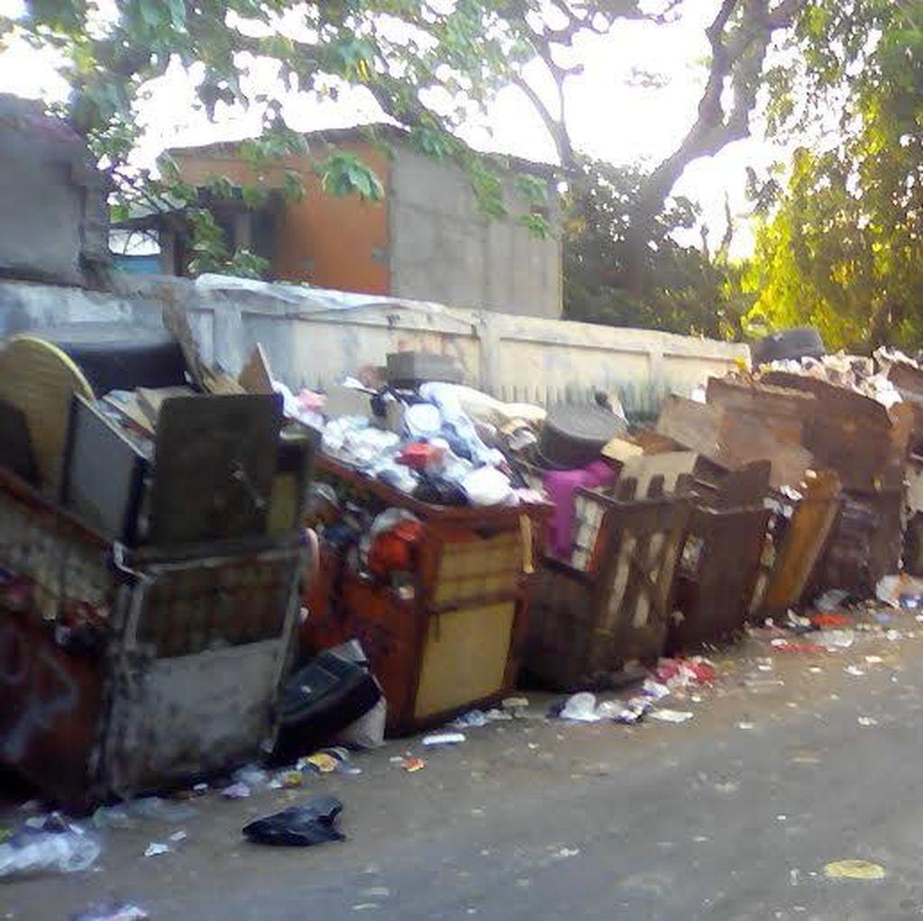 Warga di Mangga Besar Minta Petugas Rajin Angkut Tumpukan Sampah yang Bikin Bau