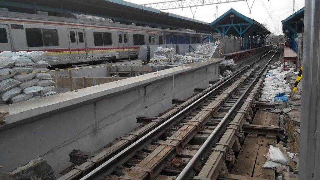 Pembangunan Crossing Passenger di Stasiun Manggarai Kelar 2016