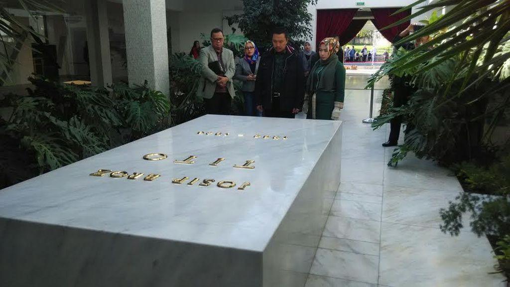 Tugas di Serbia, Menpora Sempatkan Ziarah ke Makam Bros Tito