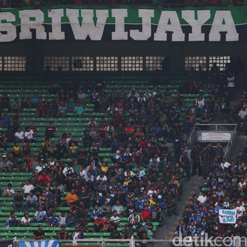 Polisi Sita Ratusan SIM dan STNK Suporter Bola yang Langgar Lalu Lintas