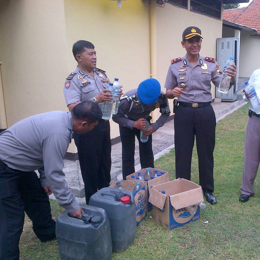 Gerebek Kos-kosan, Polisi di Semarang Temukan 250 Liter Miras dan Bong Sabu