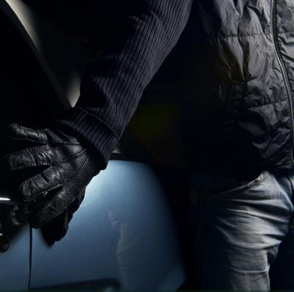 2 Pencuri Beraksi di Kantor BMSDA Depok, Terekam CCTV