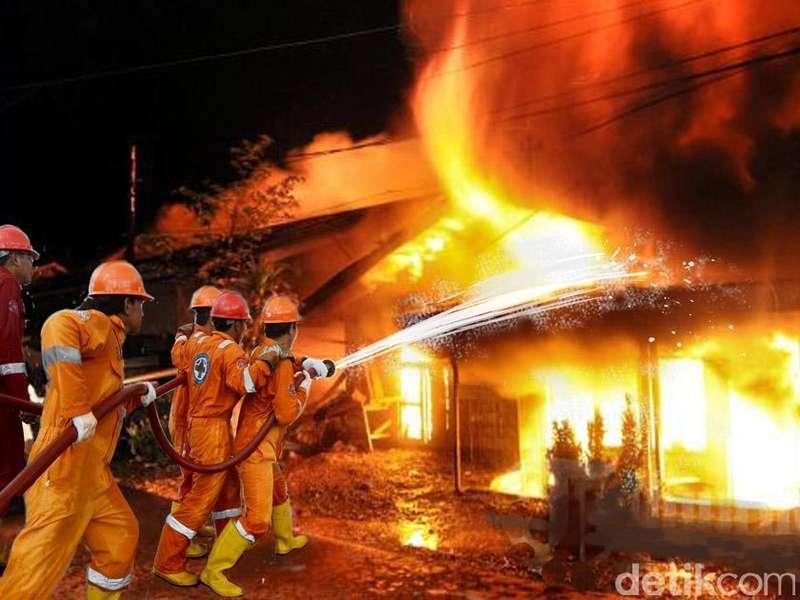 Ruko di Dekat Kantor Polres Jaksel Terbakar