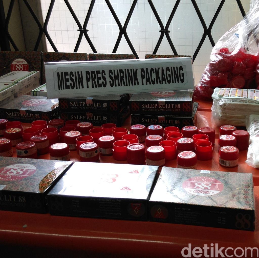 Dit Narkoba Bareskrim Gerebek Pabrik Obat Palsu di Tangerang