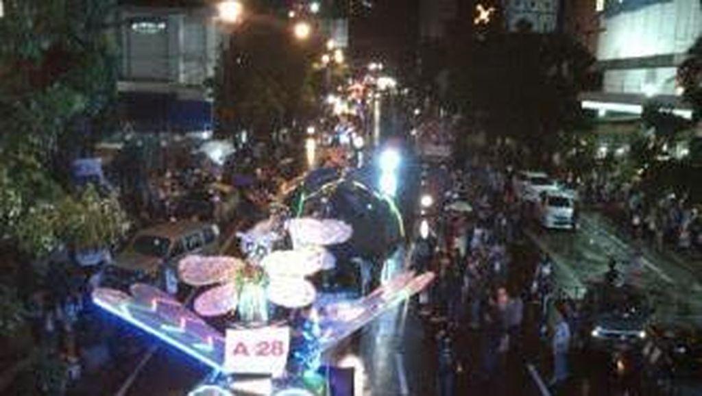 Pawai Kendaraan Bentuk Hewan Meriahkan Bandung Light Festival