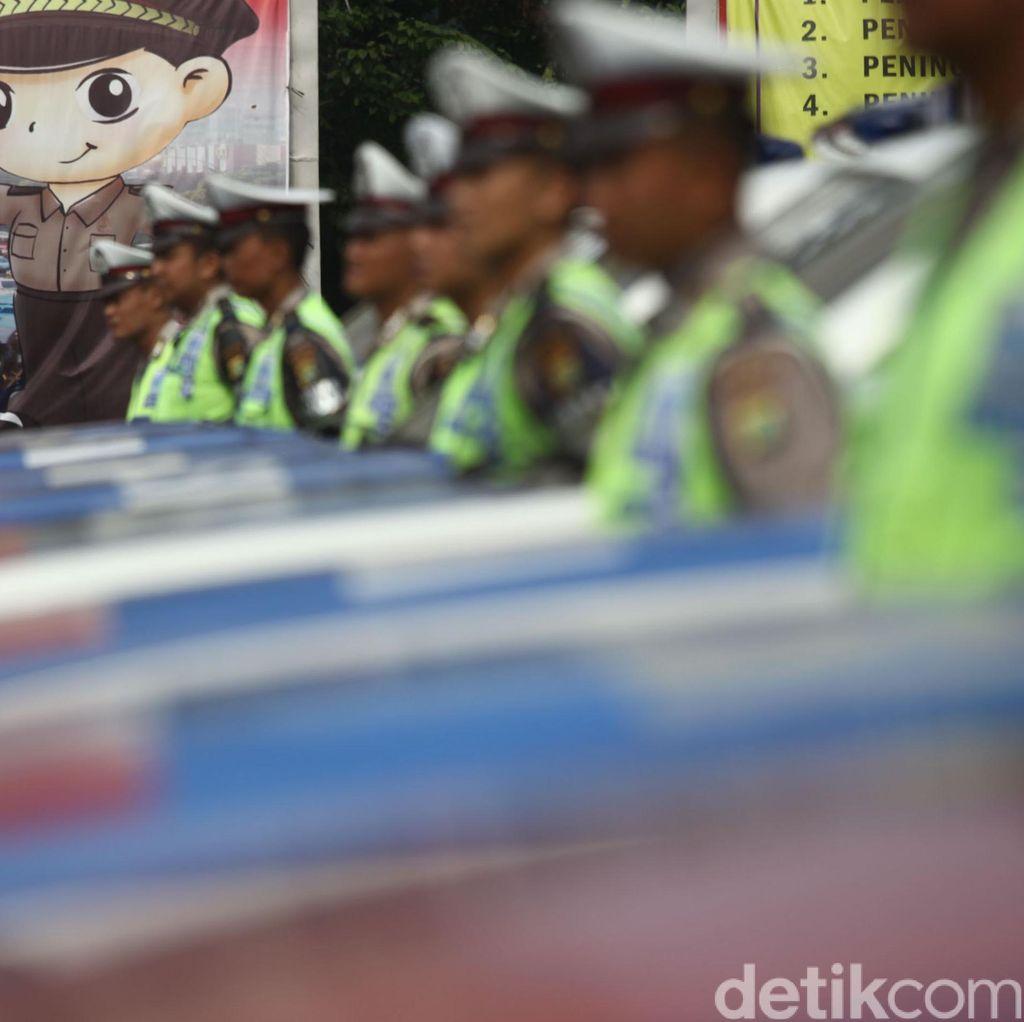 Jokowi Apresiasi Anggota Polri yang Bertugas Jaga Arus Mudik