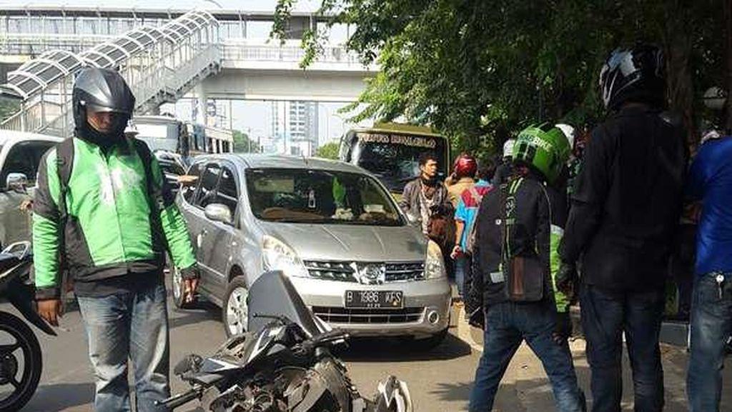 Taksi, Truk dan Motor Tabrakan Beruntun di Jalan MT Haryono