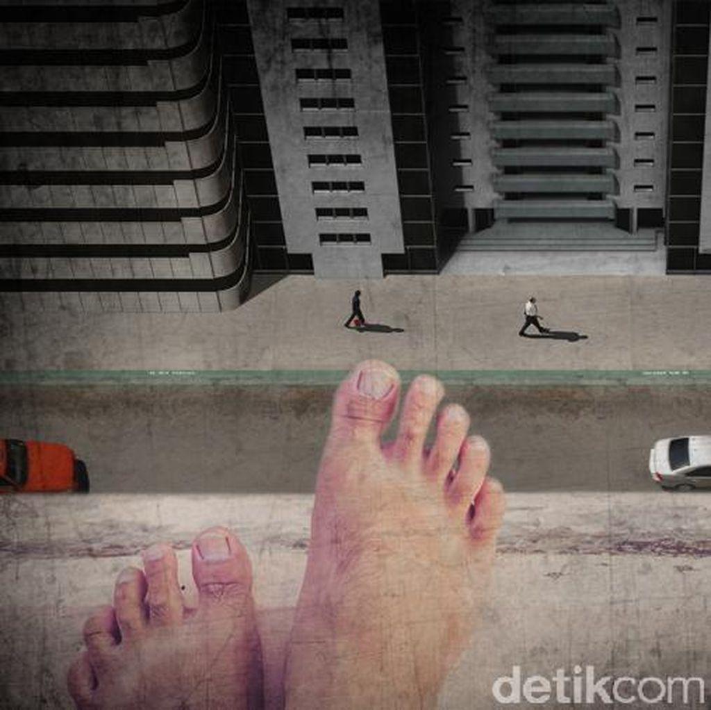 Lompat dari JPO, Waria Timpa Mobil di Tol Pulogebang