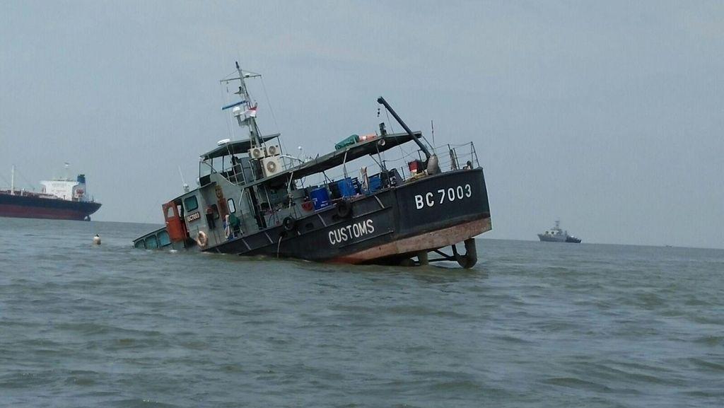 2 Kapal Bea Cukai Bocor di Perairan Belawan, 1 Kapal Tenggelam