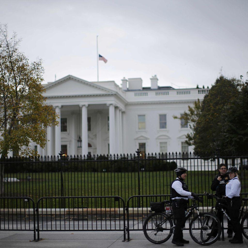 Benda Logam Dilempar ke Halaman, Gedung Putih Sempat Ditutup