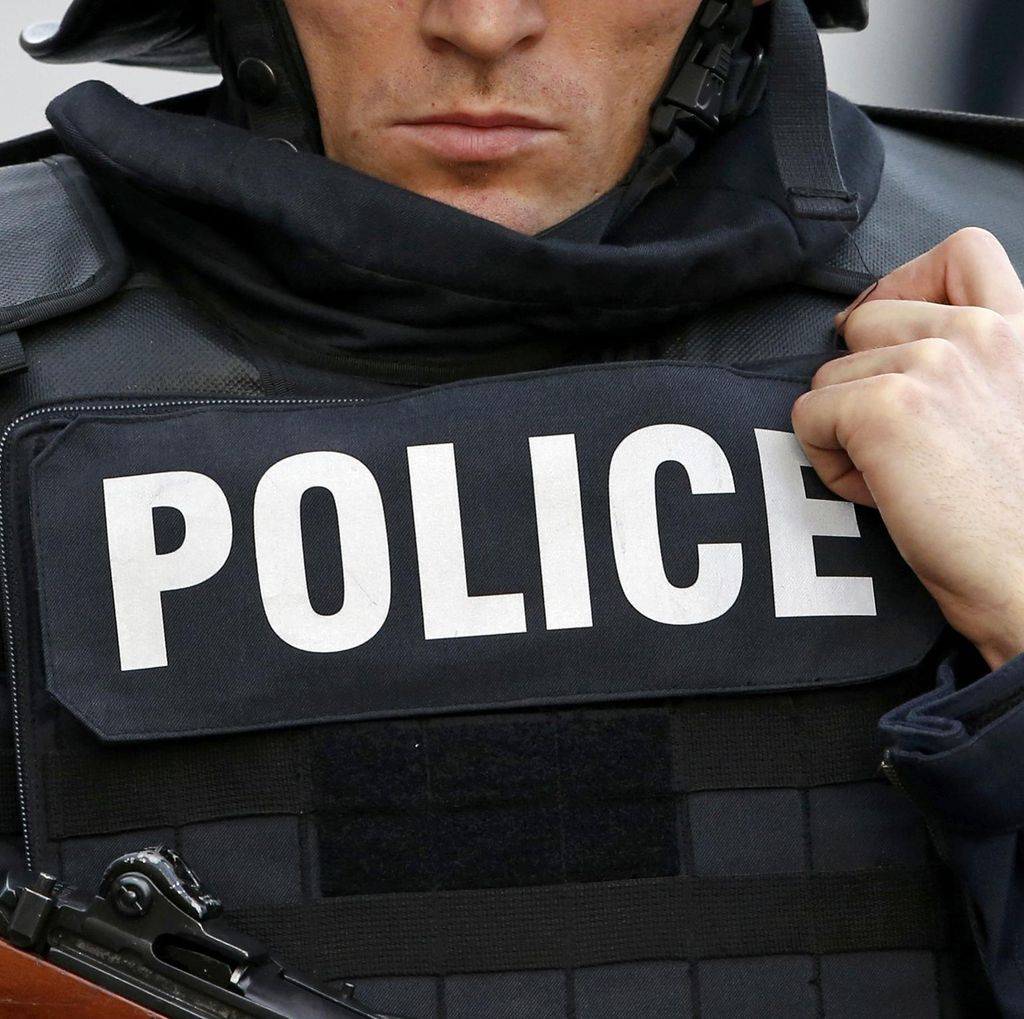 2 Pria Bersenjata Pisau Sandera Beberapa Orang di Gereja Prancis