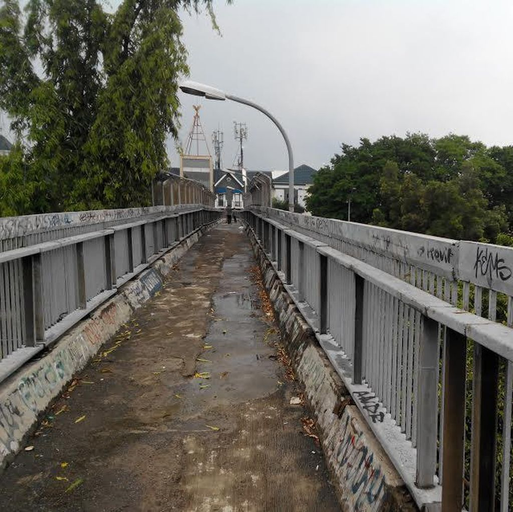 Cegah Kriminalitas, Perlukah CCTV Dipasang di Jembatan Penyeberangan di Jakarta?