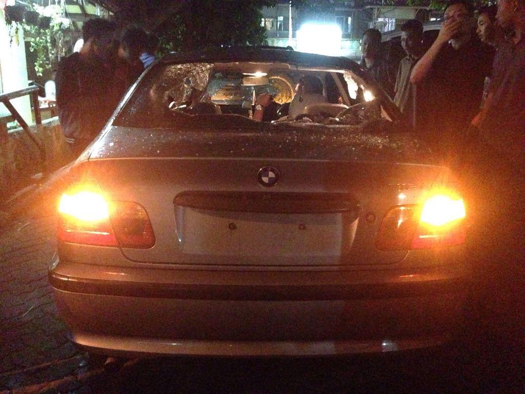Ini Penampakan BMW yang Rusak Diamuk Massa di Tebet