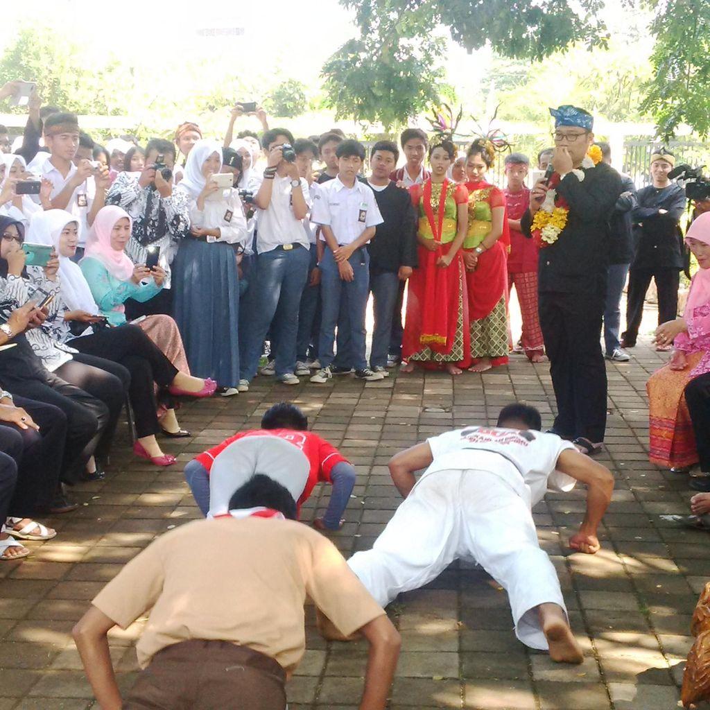 Berkunjung ke SMAN 27, Ridwan Kamil Tantang Siswa Push Up 50 Kali dan Mengaji