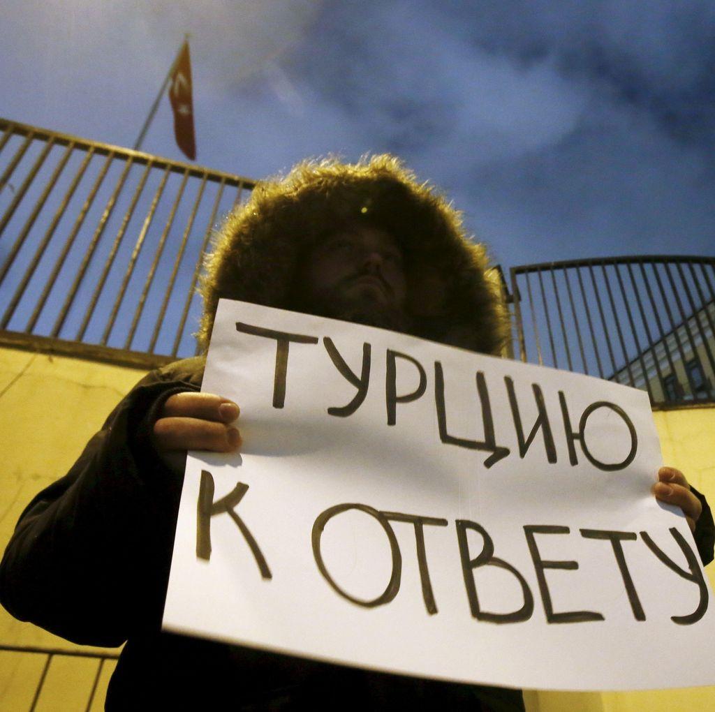 Pesawat Rusia Ditembak Jatuh, Kedubes Turki di Moskow Digeruduk Demonstran