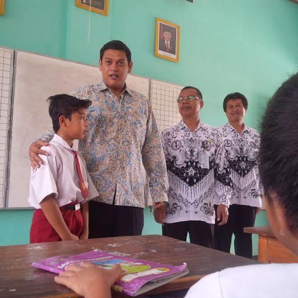 Wali Kota Kediri Mengajar Siswa SD Peringati Hari Guru