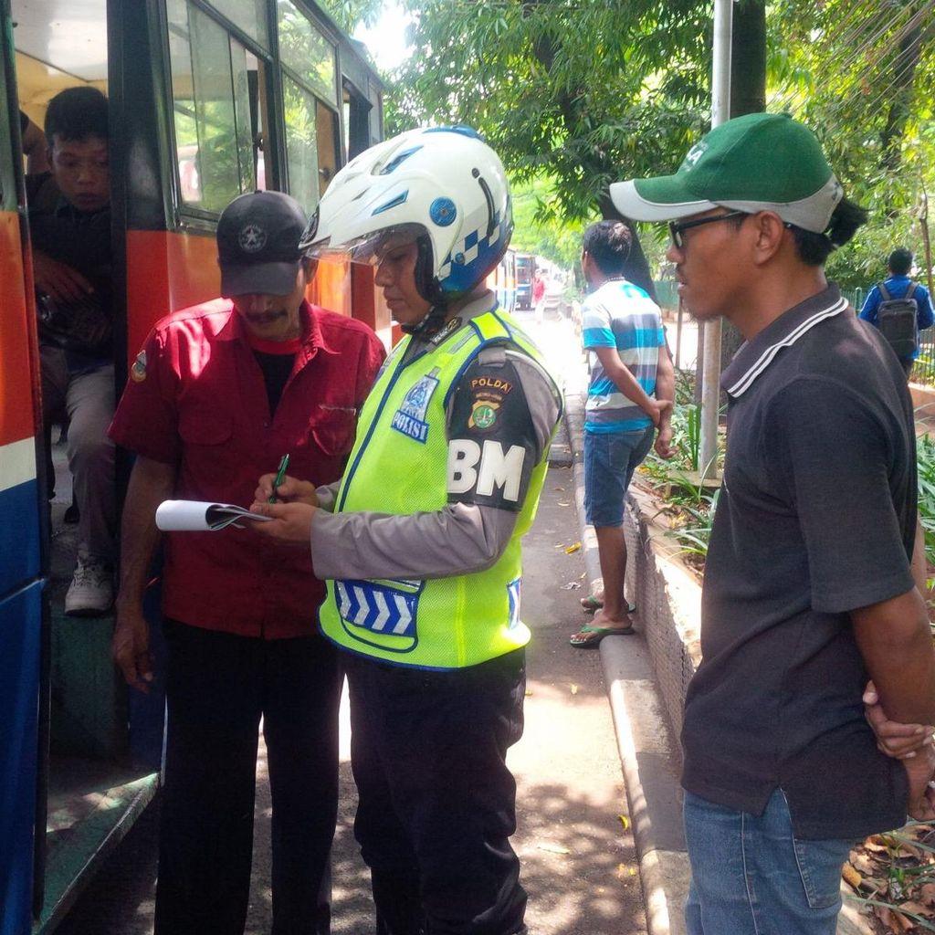 Polisi Ingatkan Sopir Angkot, Tak Tutup Pintu Kendaraan Terancam Bui