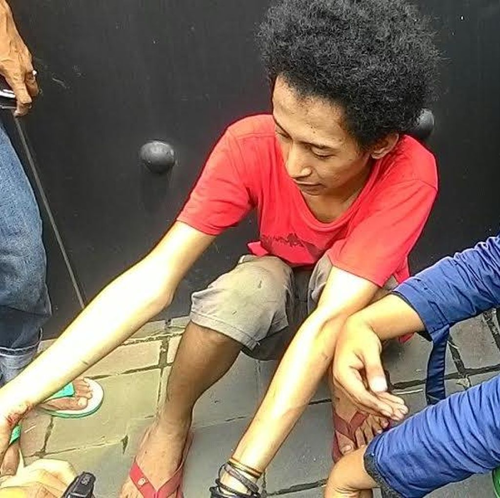 Sopir Metro Mini yang Terguling di Pondok Indah Bantah Ngebut: Remnya Macet