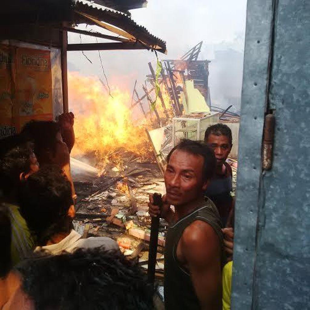 Pasar Sukodadi Lamongan Terbakar, 50 Kios Hangus