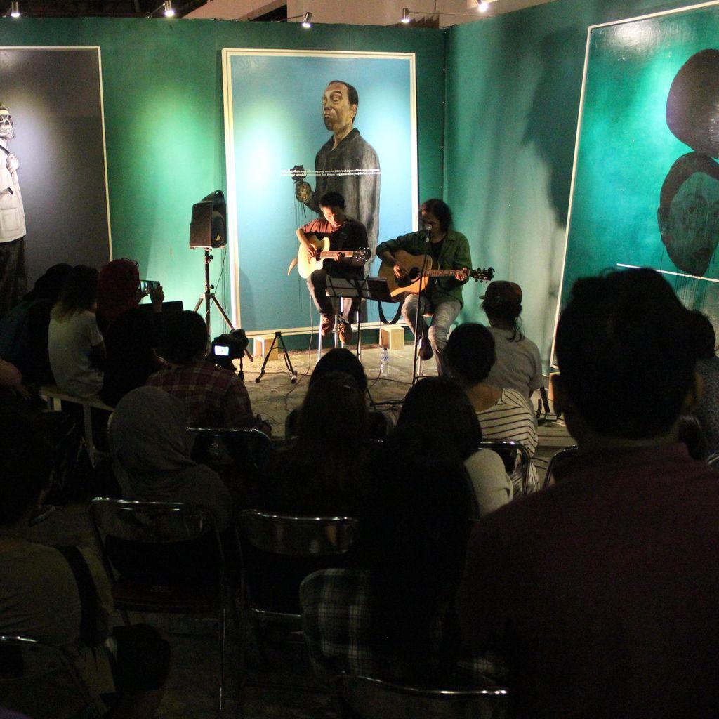 Pertunjukan Sisir Tanah Meriahkan Biennale Jogja XIII