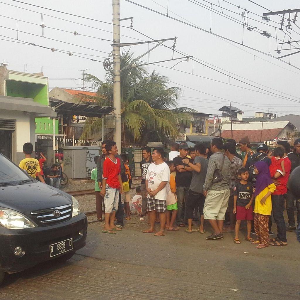 Lokasi Kecelakaan KRL Vs TransJ Jadi Tontonan, Lalin Jl Panjang Padat