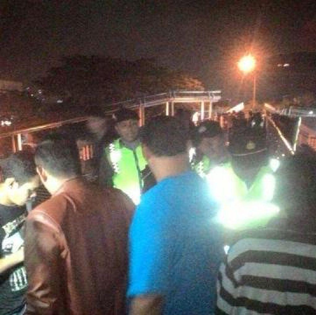 Patroli di JPO, Polsek Tambora Amankan 7 Pria Tak Beridentitas