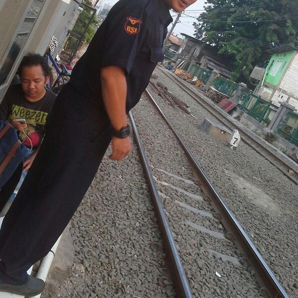 Penjaga Perlintasan Sudah Beri Peringatan 2 Jari ke Sopir TransJ