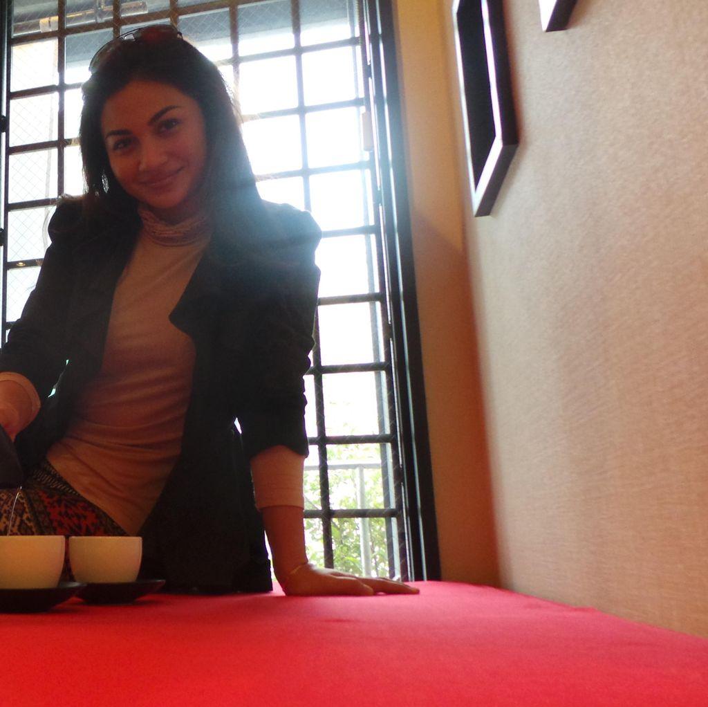 Nikmatnya Mencicipi Teh Hijau ala Ariel Tatum di Jepang
