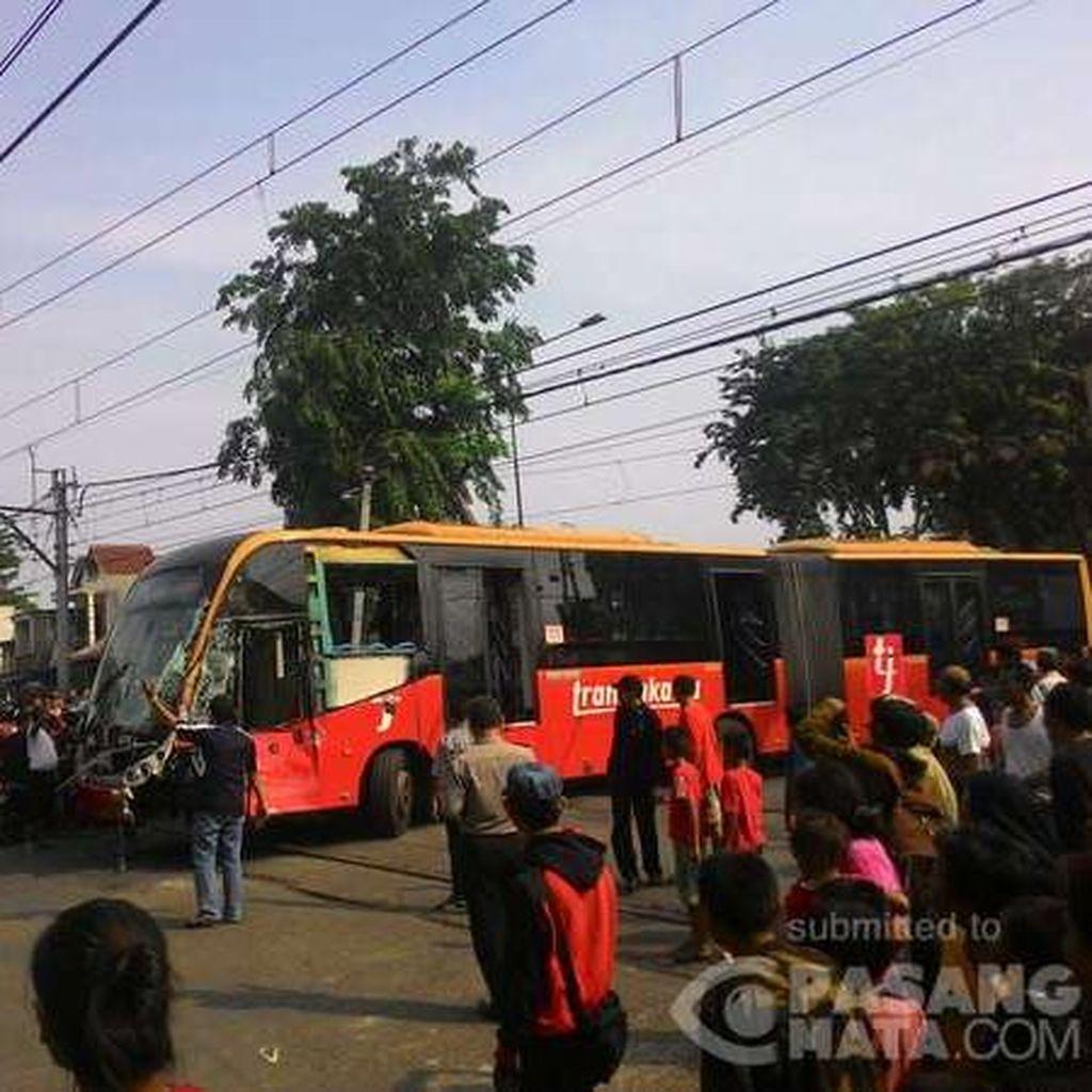 Sopir Bus TransJ yang Tabrakan dengan KRL Masih Diperiksa Polisi