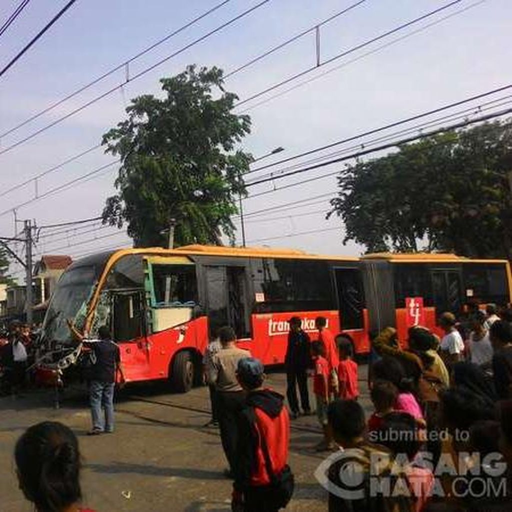 Polisi: Kecelakaan dengan KRL di Jakbar, Sopir Bus TransJ Jadi Tersangka