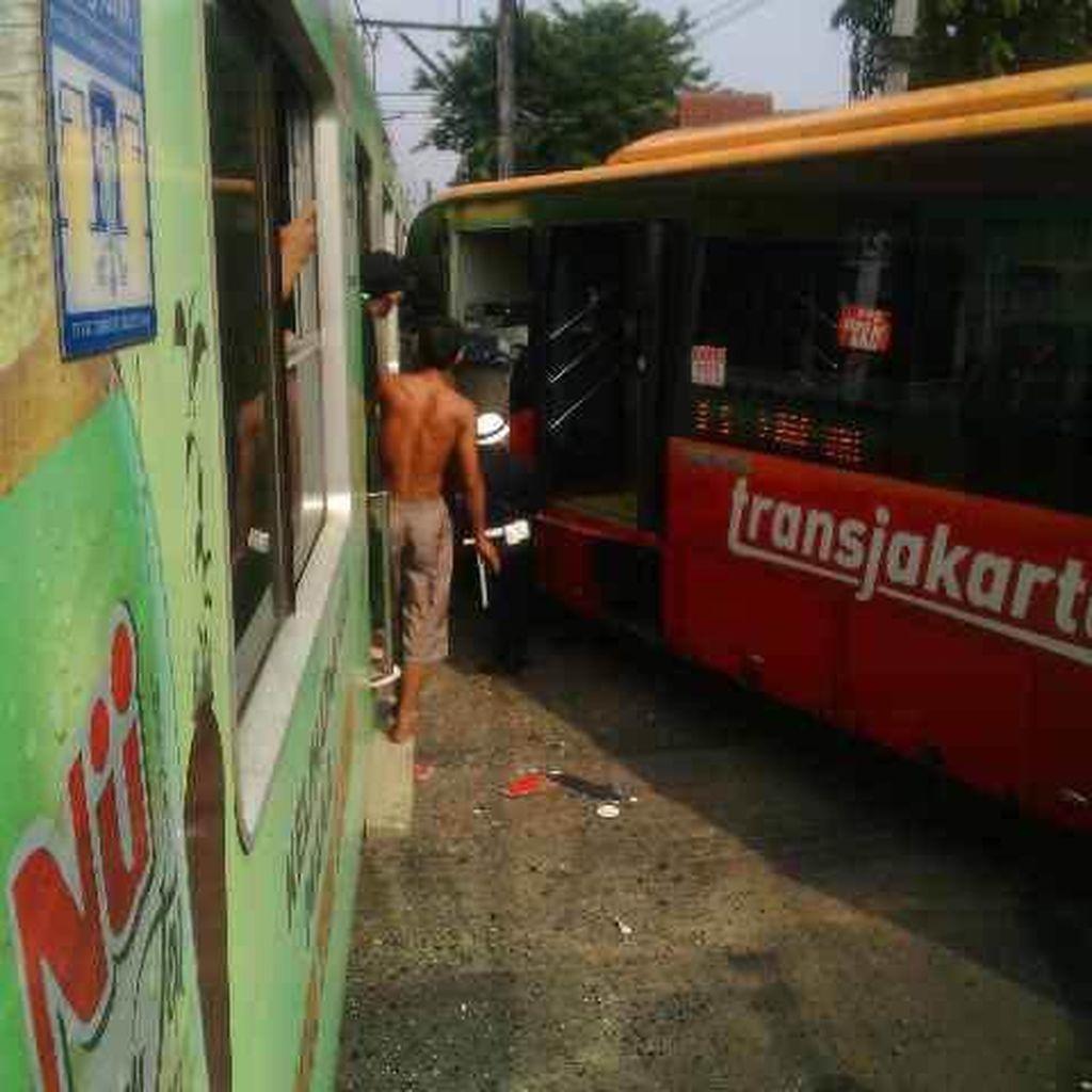 Dirut TransJ: Sopir Bus yang Kecelakaan dengan KRL Diduga Main HP
