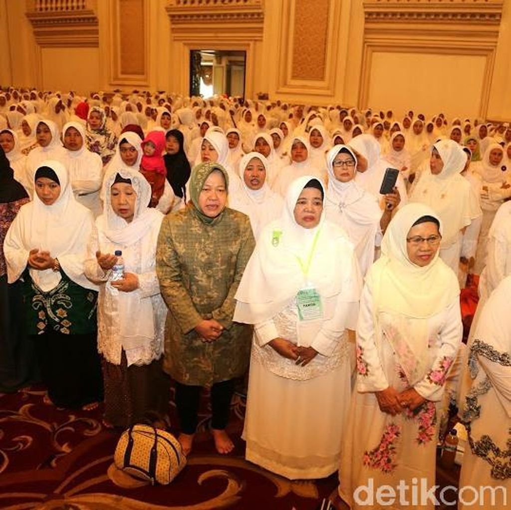 Ketika Risma Doa Bersama Ribuan Perempuan NU untuk Surabaya