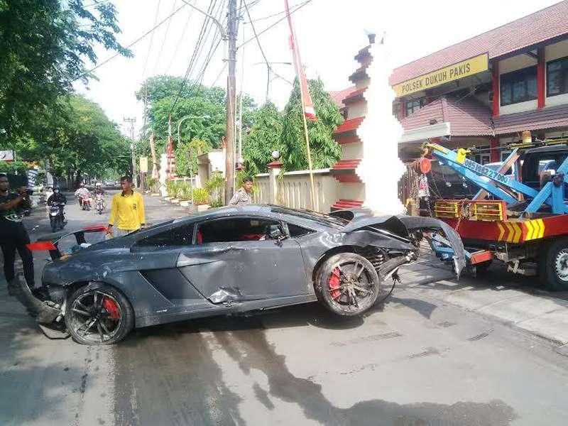 Lamborghini Tabrak Warung STMJ, Polisi: Pengemudi Merasa Satu Ban Terkunci