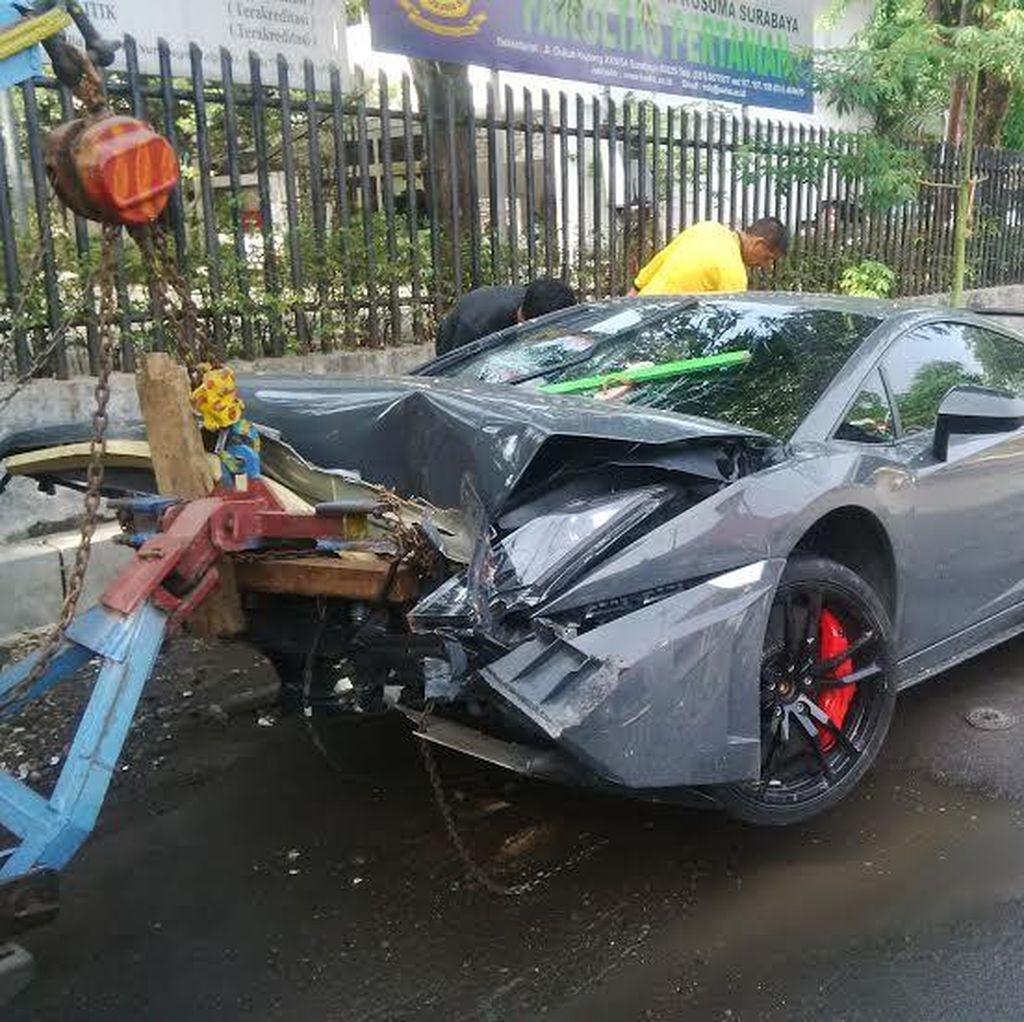 Begini Penampakan Lamborghini yang Tabrak Warung STMJ di Surabaya