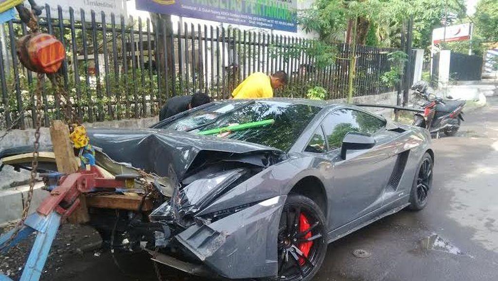 Terkait Lamborghini Tabrak Warung, Pengemudi Ferrari akan Diperiksa Polisi