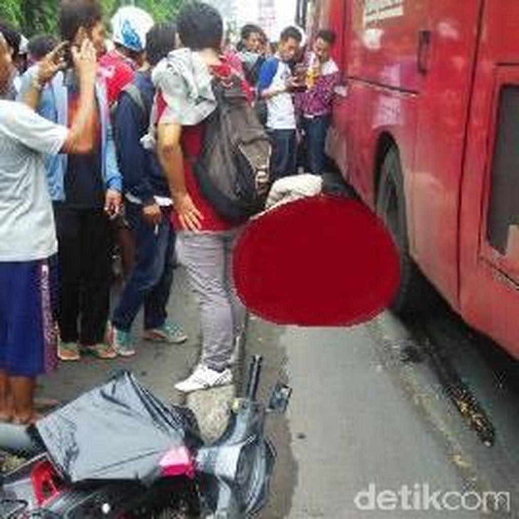 Ada Kecelakaan Bus TransJ dengan Motor Dekat Stasiun Beos
