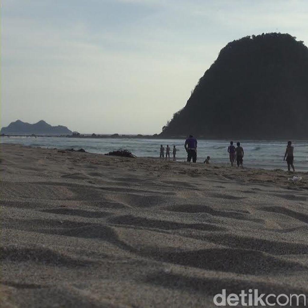 Banyuwangi Aman, Wisatawan Kembali Mengalir di Pantai Pulau Merah
