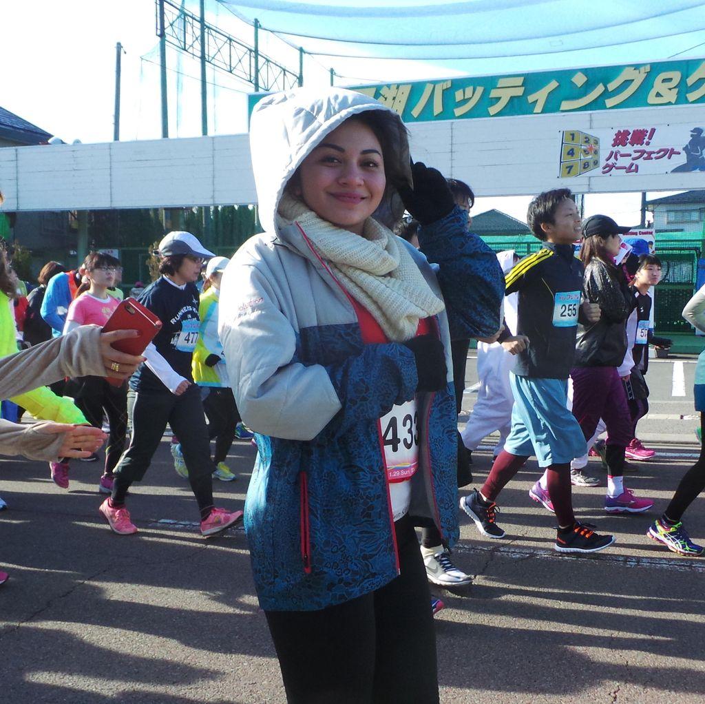 Finish! Ariel Tatum Selesaikan Maraton 10 Km di Kaki Gunung Fuji
