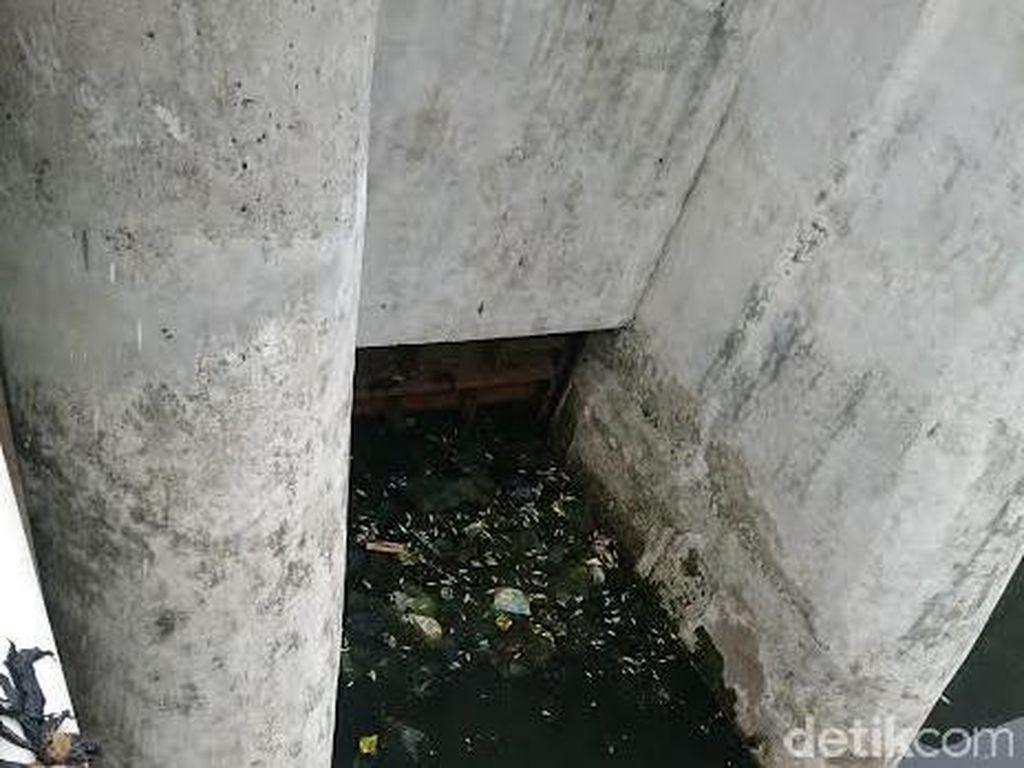 Sungai Epicentrum yang Bersih itu Kok Jadi Hitam dan Bau, Kenapa ya?