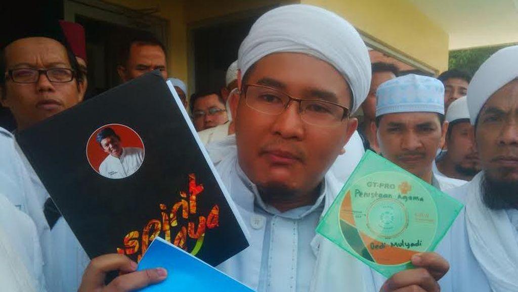 Diantar Anggota FPI, Syahid Joban Polisikan Bupati Purwakarta ke Polda Jabar