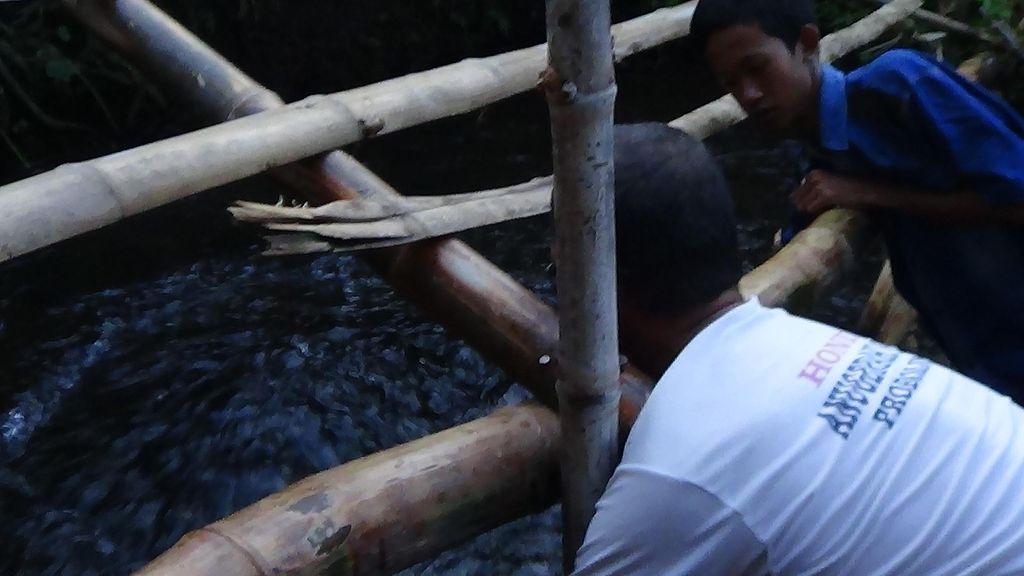 Sawah Tandus Semburkan Air Bikin Heboh, ini Cerita Penjaga ke Warga