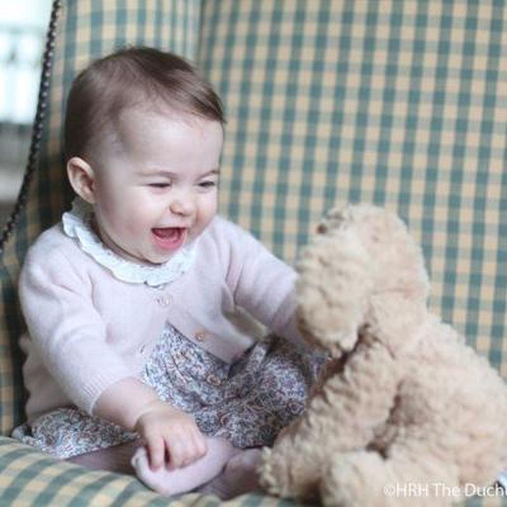 Gemes! Ini Dia Foto Terbaru Putri Charlotte yang Kini Berusia 6 Bulan