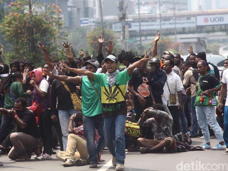 Begini Suasana Ricuh di HI Saat Pendemo dari Papua Dibubarkan Polisi