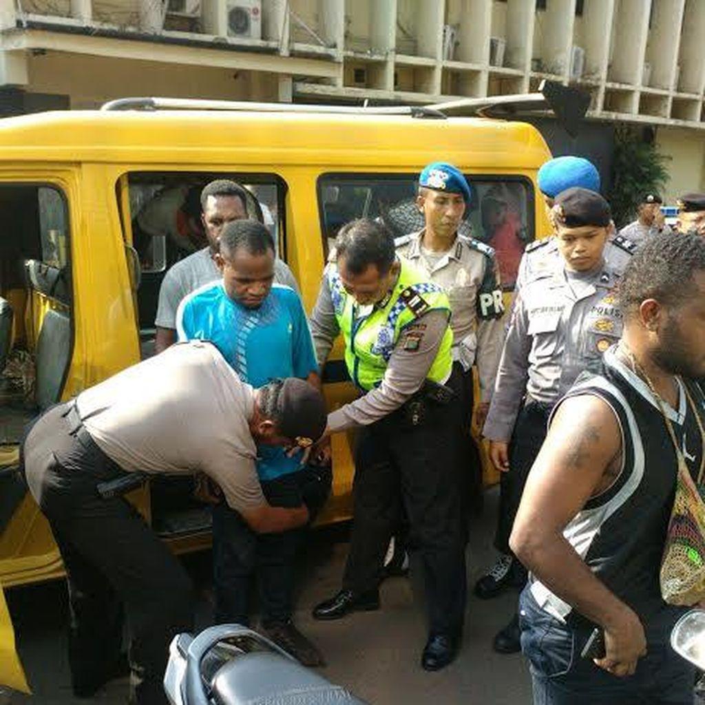 Keroyok Polisi di Tangerang, 20 Pendemo ini Ditangkap di Senayan