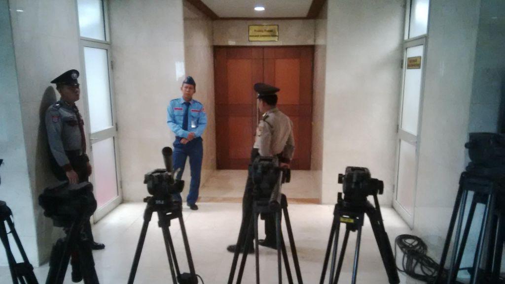 Dijaga Polisi, MKD Lanjutkan Rapat Kasus Novanto Secara Tertutup
