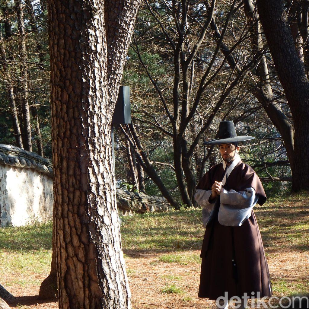 Mengintip Song Seung Hun Syuting Saimdang - The Herstory di Korea