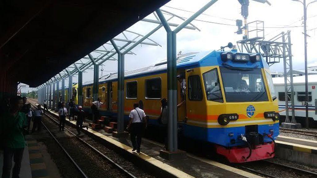 Dua Kereta di Daops 8 Surabaya Berganti Kelas